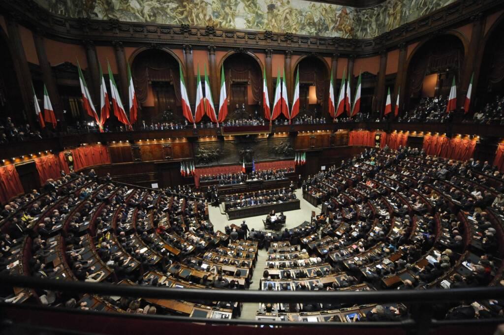 Panoramica dell'aula durante il giuramento del Presidente della Repubblica rieletto, Giorgio Napolitano, di fronte al parlamento riunito in seduta congiunta, integrato da 58 rappresentanti delle Regioni, a Montecitorio, Roma, 22 aprile 2013. ANSA / MAURIZIO BRAMBATTI