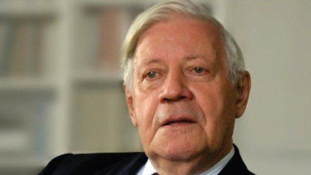 Il defunto H. Schmidt viene osannato in Germania, l'Italia deve invece biasimarlo: fu lui che richiese il rientro del nazista Kappler in Germania ricattando Roma con la negazione di un prestito