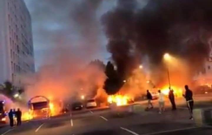 Welcome to Sweden, il paradiso d'Europa. Attacchi incendiari contemporanei in più città