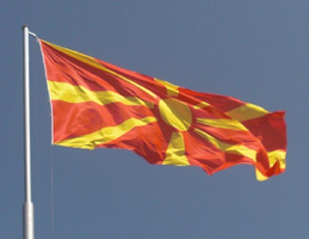 Il parlamento macedone vota per cambiare il nome alla nazione, anche se al referendum il popolo ha votato diversamente.