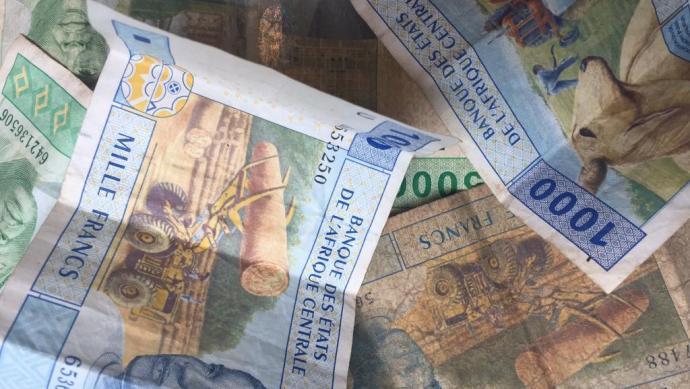 LA FRANCIA SI FA FINANZIARE IL DEBITO DAI PAESI AFRICANI! Svelato lo scandalo del CFA