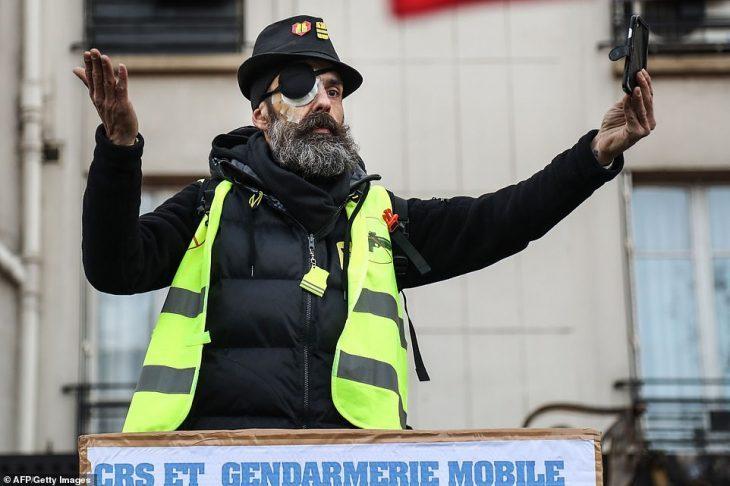Acte XII: prosegue la mobilitazione. Compaiono i Black Bloc Antifa ad aiutare Macron