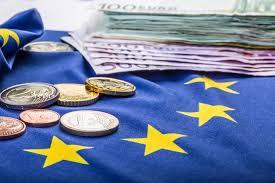 L'EURO: UN ARTEFATTO A CUI LE ECONOMIE O SI ADATTANO O SALTANO. Due articoli paralleli di FT e Le Figarò pongono in luce l'irrazionalità di una moneta imposta