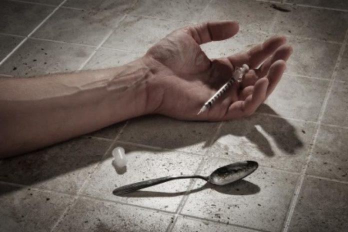 STATI UNITI: O TI DROGHI O TI SUICIDI. Le cause di morte fra gli americani