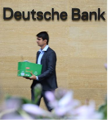 IL GIORNO DELLE BUSTE BIANCHE PER I DIPENDENTI DB, ma la banca non migliora la quotazione