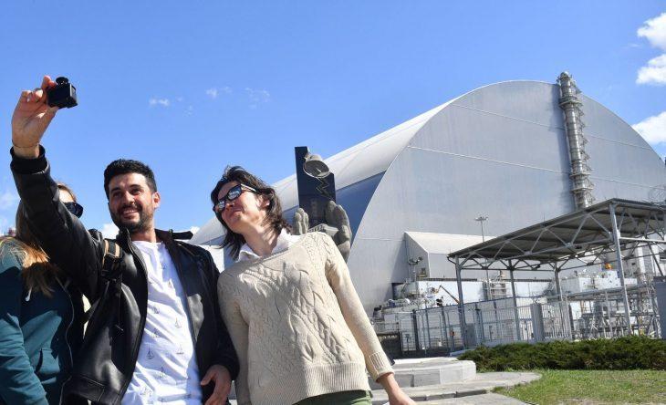 L'IDEA BRILLANTE, ANZI FOSFORESCENTE,  DEL PRESIDENTE UCRAINO: CHERNOBYL POLO TURISTICO….