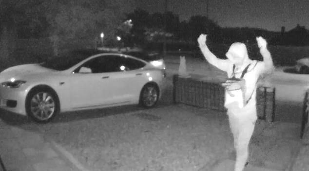30 Secondi per rubare una Tesla (video). Miracoli dell'elettronica….
