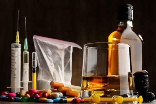 USA: QUASI META' DELLE FAMIGLIE HA PROBLEMI DI ALCOL O DROGA. Come si distribuisce in base a sesso e cultura