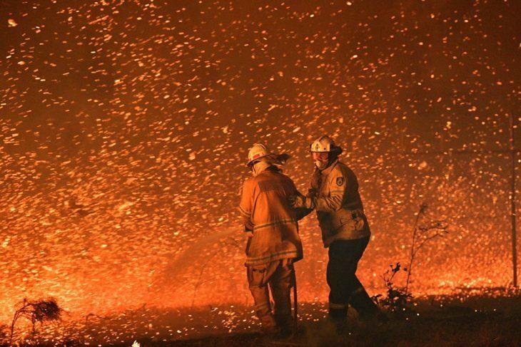 IL CAMBIAMENTO CLIMATICO A DUE ZAMPE:  La polizia australiana ha arrestato quasi 200 incendiari. Altro che cambiamento climatico