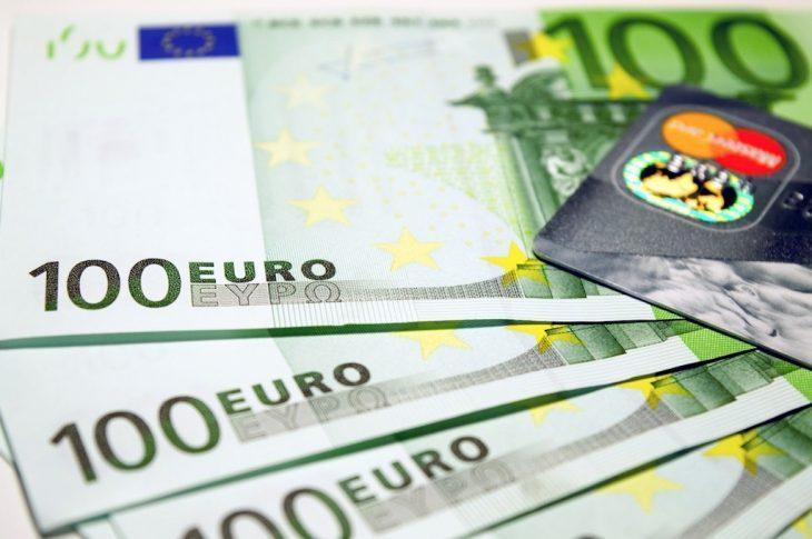 Limitazioni al contante: lotta all'evasione fiscale o regalo alle banche? (VIDEO di Giuseppe Palma)