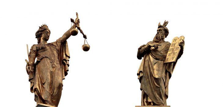Sui giudici, sugli avvocati e sull'arte di difendersi attaccando