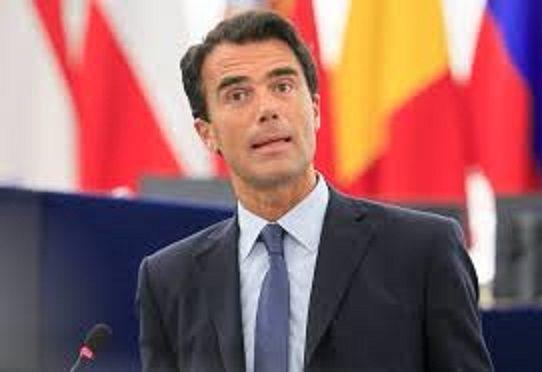 GOZI: DOBBIAMO CHIEDERE AIUTO AL MES. Un Italiano eletto da Macron vuole vendere la sua nazione