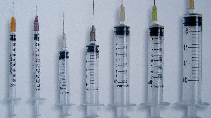 —Pandemia, ovvero vaccini subito e senza test— (di Debora Billi)