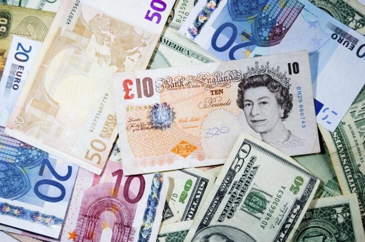 PREVISIONI EURO DOLLARO E STERLINA. QUANTO IL CAMBIO SARA' INFLUENZATO DALLA POLITICA