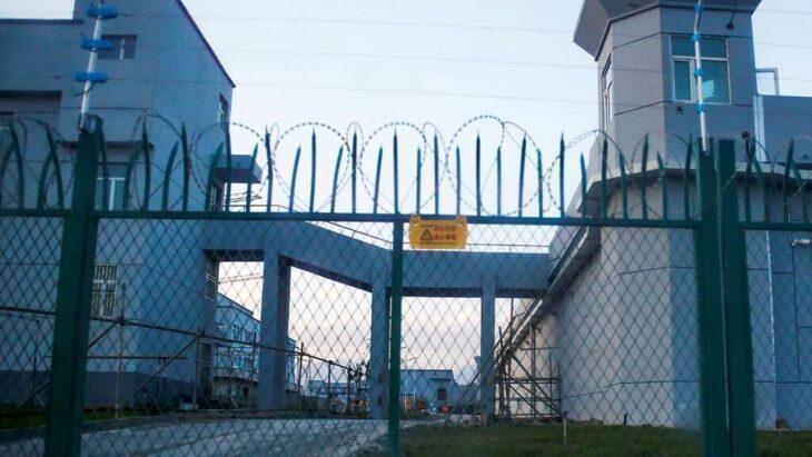 MASCHERINA MADE IN CHINA? PUO' ESSERE STATA FATTA USANDO GLI SCHIAVI. Il buco nero nell'impiego dei prigionieri politici