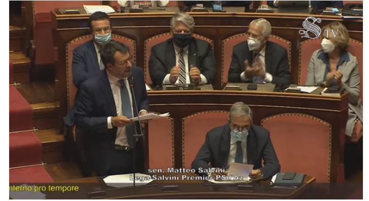 """Salvini al Senato sul suo rinvio a giudizio. """"Io ho la coscienza pulita"""". Renzi salto mortale vota per il processo"""