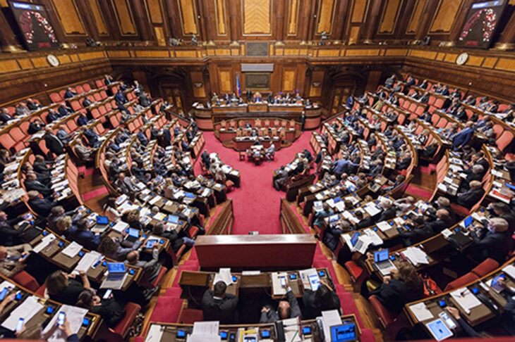 """Parlamento umiliato durante la pandemia. Votare No al """"taglio"""" per dire No al governo (di P. Becchi e G. Palma)"""