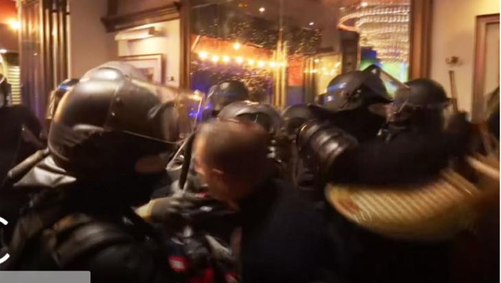 I doppi standard degli sgherri picchiatori di Macron