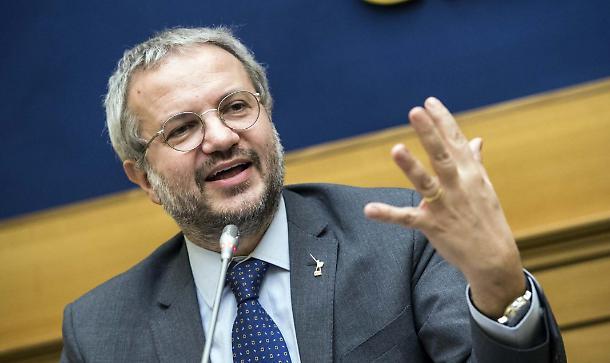 Borghi: «I soldi non girano, quindi niente crescita, per i bizantinismi del Governo. Tridico incompetente neanche parla in italiano»