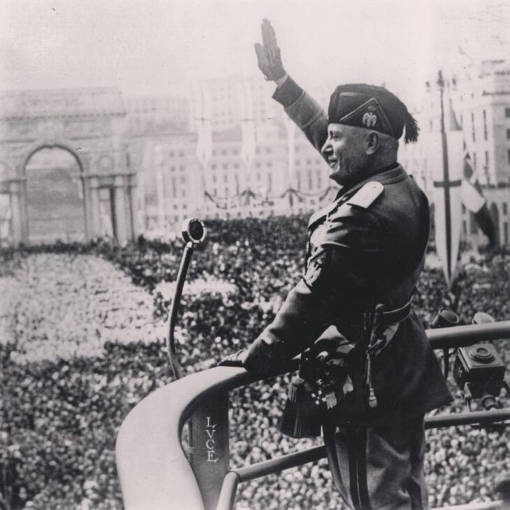 LVI VOTEREBBE SI: la fascistissima legge elettorale che ridusse i Deputati a 400.