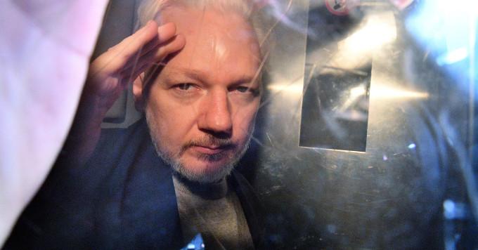 Caso Julian Assange: la Corte ascolta i tentativi di avvelenamento e rapimento da parte della CIA