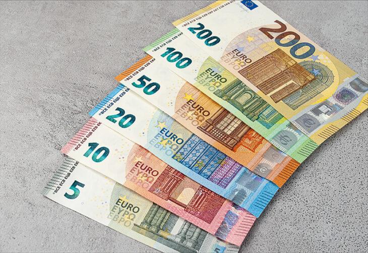 Attenzione: c'è un obbligo europeo al contante. Le banconote sono più sociali che