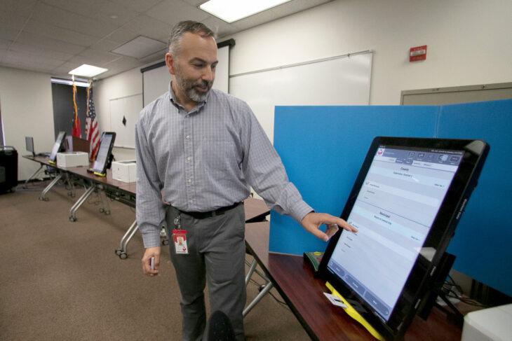 Come si hackera la macchina per votare «DOMINION». Qualcuno inizia a perdere il posto