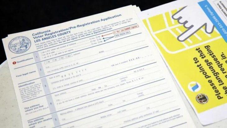 Due persone accusate in California di aver falsato migliaia di voti. Il sistema elettorale USA non funziona
