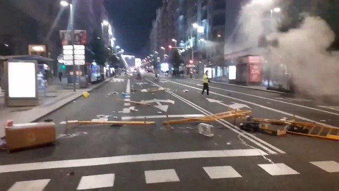Chiusure COVID-19: Spagna a fuoco, decine di arresti
