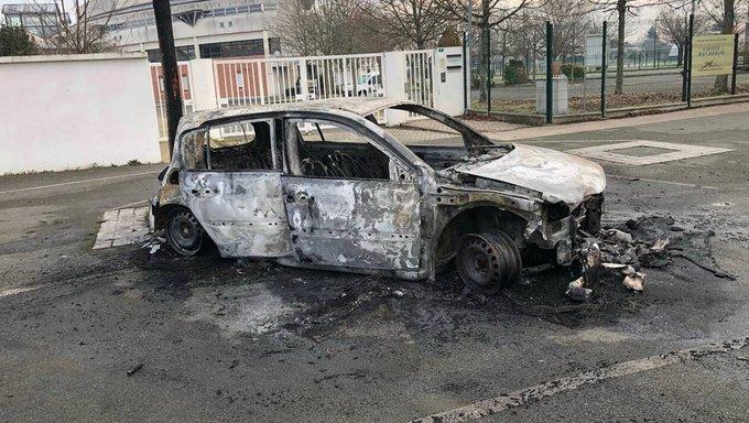 FRANCIA A CAPODANNO: AUTO IN FIAMME E MEGA-RAVE IRREGOLARI