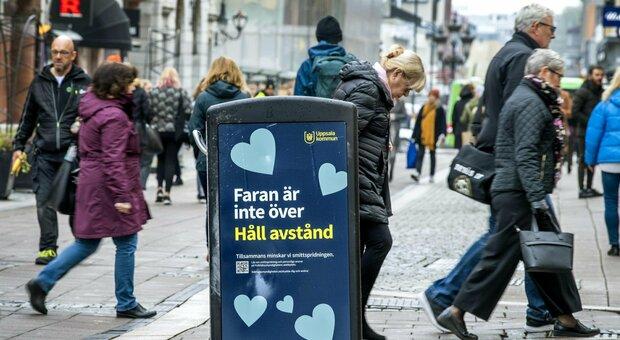 Tutta la strategia ANTI-COVID svedese spiegata da un loro virologo: distanziamento volontario e niente mascherine