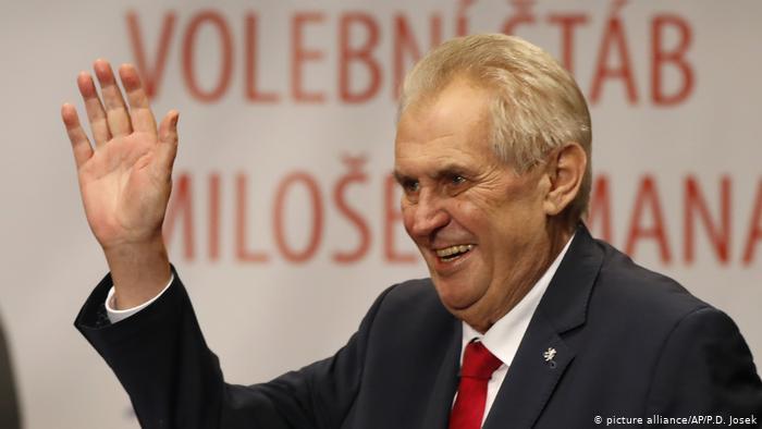 Caos europeo vaccini: Zeman (Cechia) contatta Putin chiedendo lo Sputnik V.