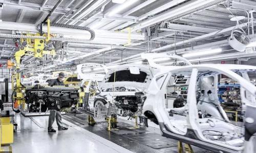 La guerra dei semiconduttori sta facendo vittime nell'industria americana: GM, Ford e Nissan sospendono la produzione perchè non ce ne sono!