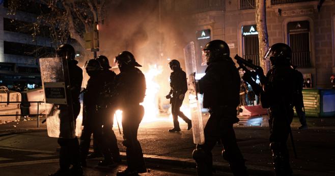Caos a Barcellona. Scontri in piazza dopo  le elezioni e l'aarresto di un rapper