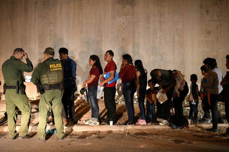 """Biden """"Incoraggia l'immigrazione illegale ed arricchisce i cartelli"""". Ill Presidente messicano attacca l'effetto """"Pull"""" dei Dem USA"""