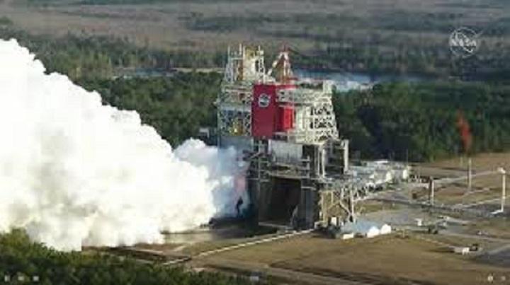 """La NASA testa """"I più potenti razzi mai costruiti"""" che ci riporteranno sulla Luna"""