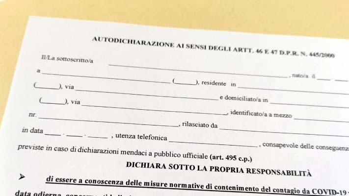 Non c'è l'obbligo di dire la verità in autocertificazione. Dopo Reggio, Milano conferma l'irregolarità delle autocertficazioni