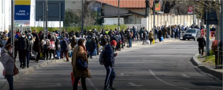 """Coda record a """"Pane quotidiano"""" a Milano. Galli, e tutta la medicina politicizzata, hanno fallito. Ora decida la politica vera"""