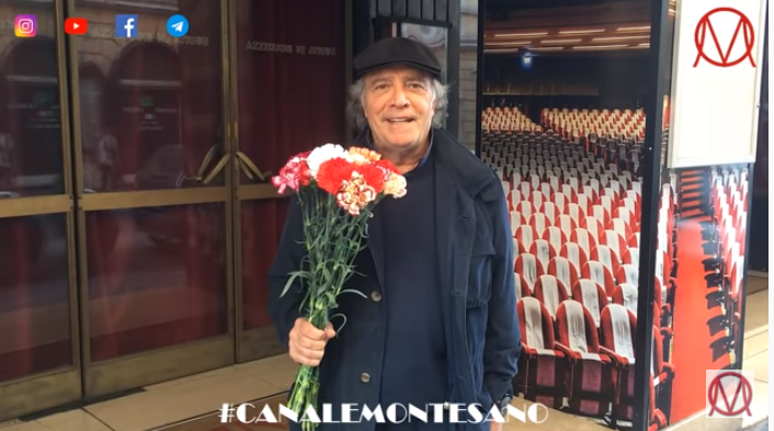 La morte del teatro: Enrico Montesano porta i fiori al Sistina