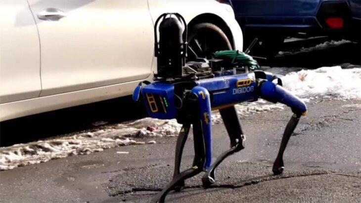 La polizia di New York usa il robot cane di Boston Dynamics nei bassifondi. Vi sentite più sicuri?