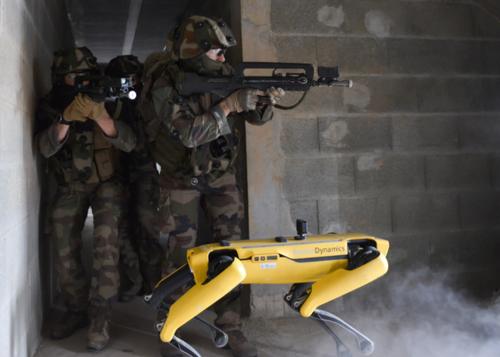 Robot AI usati in Francia nelle  esercitazioni militari con fuoco  reale. La guerra dei droni si avvicina