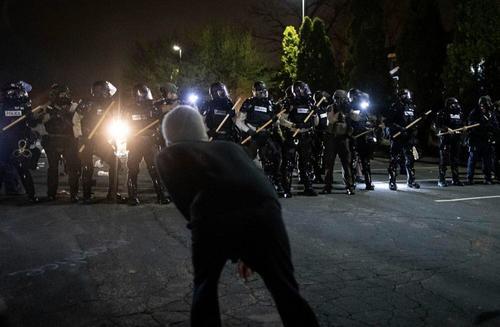 "USA, terra di ""Riots"". Nuove manifestazioni violente in Minnesota ed a Portland"