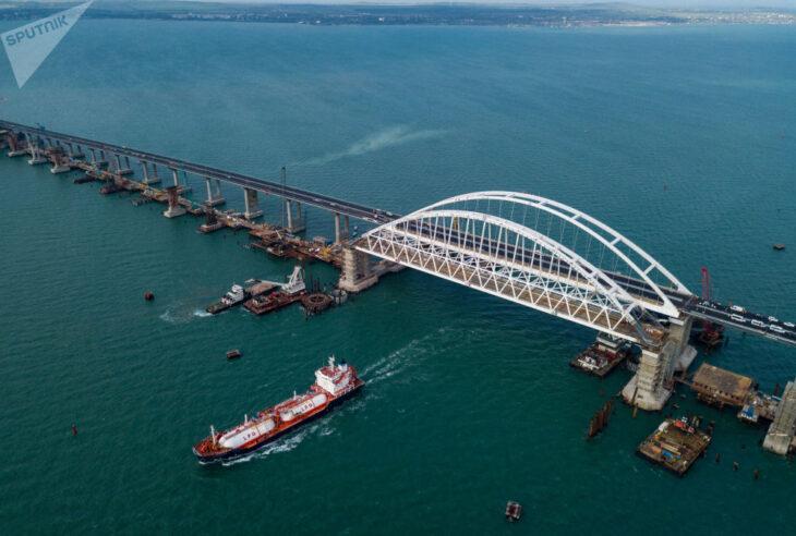 La Russia chiude lo stretto di Kerch agli ucraini ed agli americani