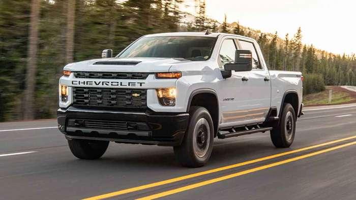 Dopo l'Hummer ecco il Silverado Elettrico. GM inaugura una nuova grande fabbrica per le EV