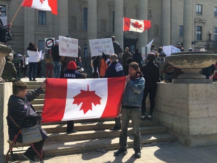"""Ontario: quando la Polizia si rifiuta di applicare il lockdown perchè """"Viola la Costituzione"""""""