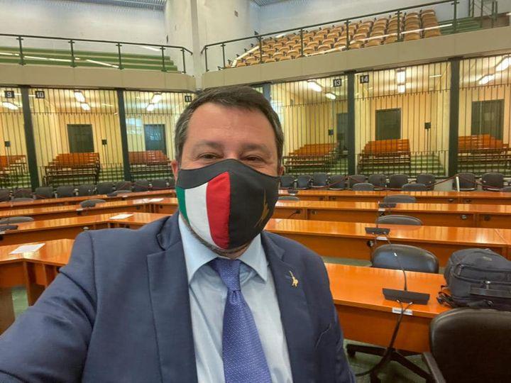 """Salvini: """"Vado a processo per aver difeso la Patria"""". Rinviato a giudizio a Palermo"""