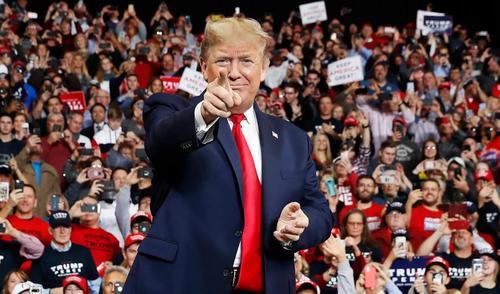 Torna Donald Trump e annuncia il ritorno di MAGA
