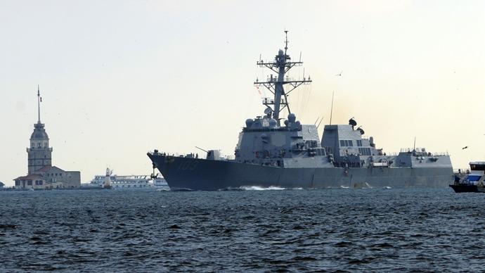 """""""State lontani"""". La Russia manda un messaggio inequivocabile verso glila presena navale statunitense nel Mar Nero."""