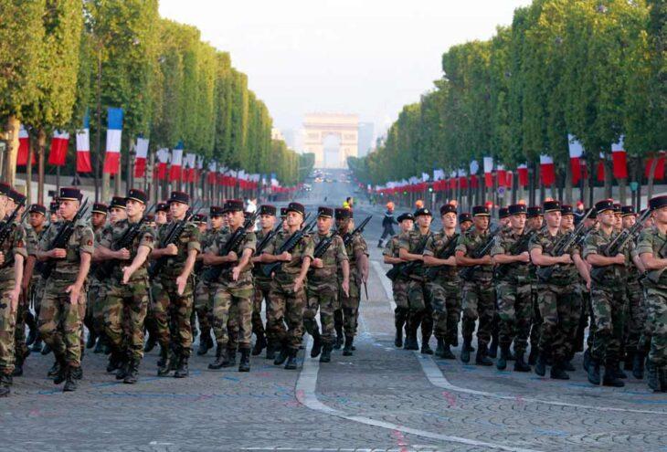 """Il 58%  dei francesi appoggia la lettera dei """"20 generali francesi"""". Per il governo sono golpisti. Voi che ne pensate?"""
