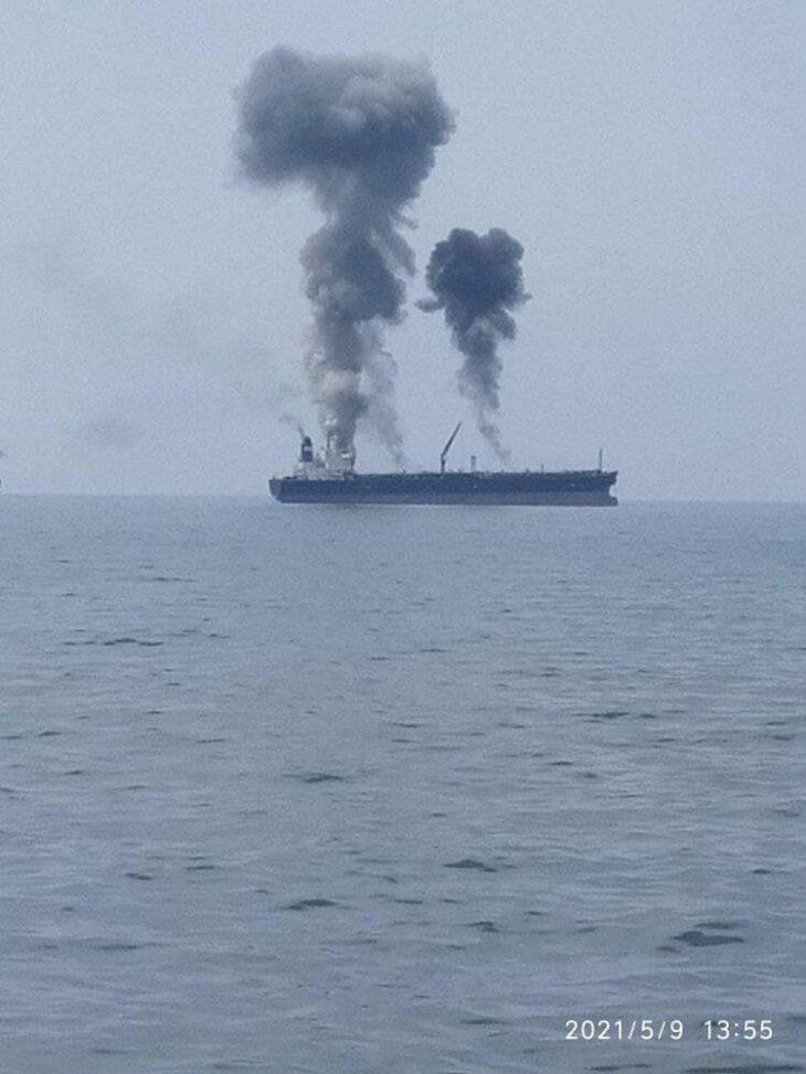 Esplosione su petroliera davanti alla Siria. Ennesimo episodio misterioso contro Assad
